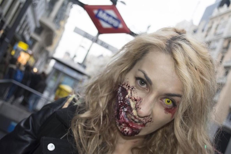 Acopalipsis zombie: Madrid, invadido siete horas en un juego donde el metro es refugio.