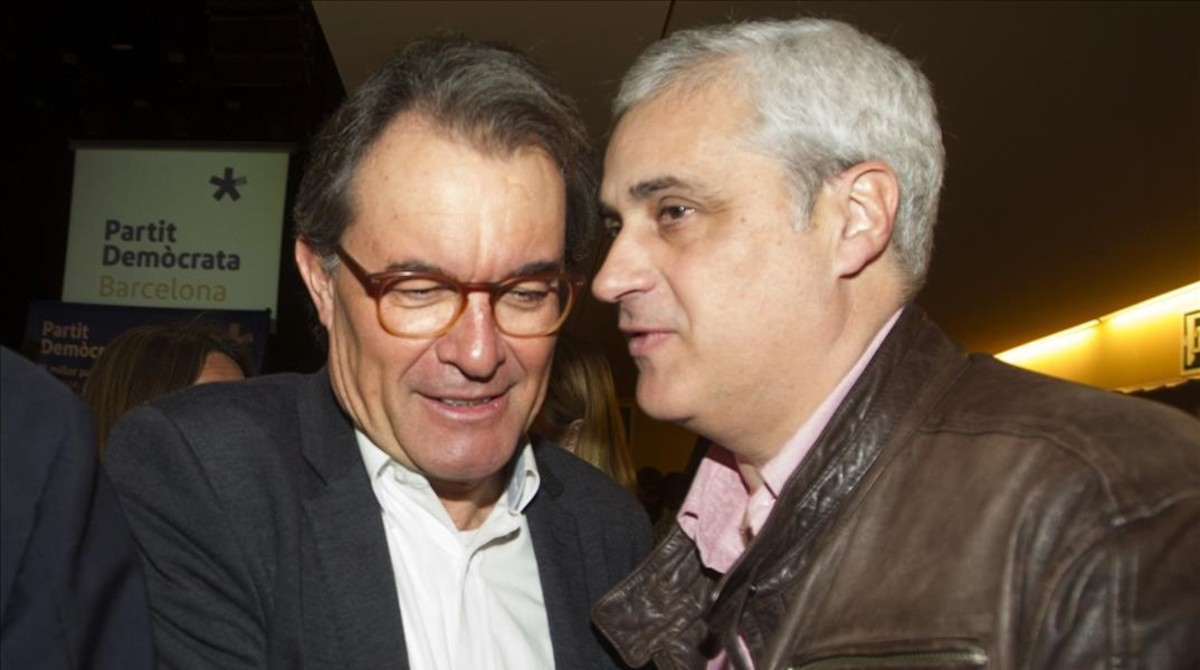 El 'expresident' Artur Mas y el 'exconseller' Germà Gordó, el pasado 25 de febrero en un acto del PDECat.