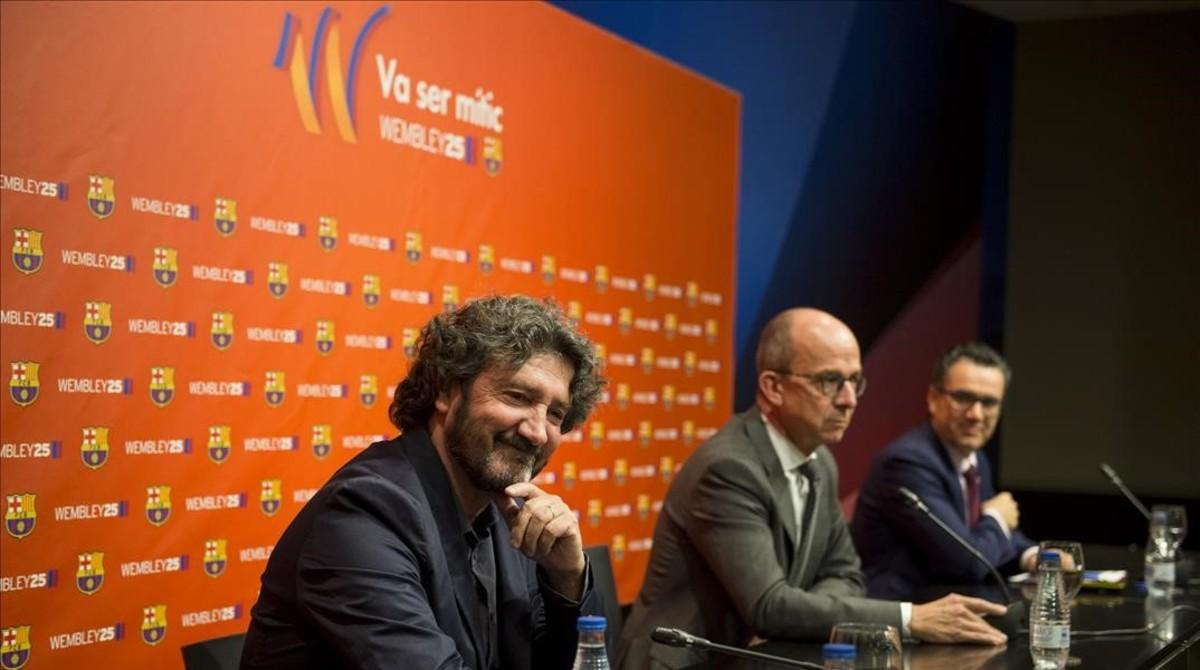 Bakero, exjugador del Barça, Cardoner, vicepresidente primero azulgrana, y Vives, portavoz, en la sala de prensa del Camp Nou.