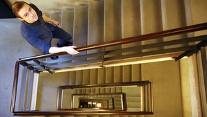 El británico Joseph Knox, este lunes en Barcelona, dondepresenta enBCNegrasu debut en la novelaSirenas.