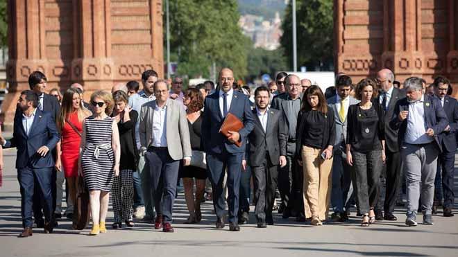 Buch llega al TSJC acompañado por el Govern para declarar por el 1-O.