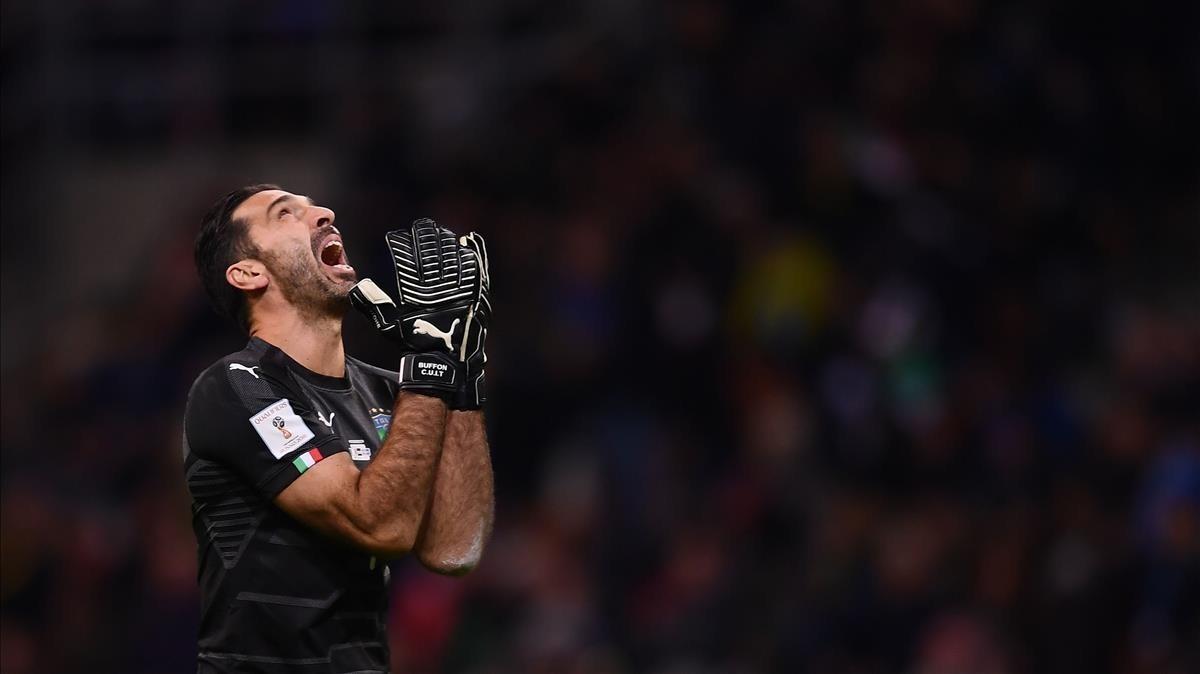 Buffon lamentando la no clasififación de Italia para el mundial de Rusia 2018