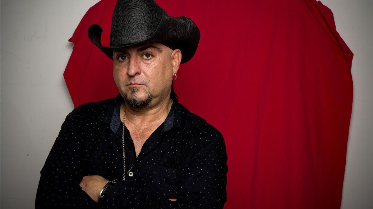 El cantanta y guitarrista de Los Rebeldes Carlos Segarra