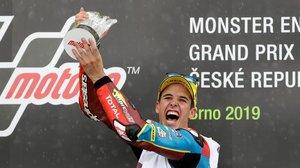 El catalán Àlex Márquez (Kalex) grita y celebra su quinta victoria de la temporada, hoy, en Brno.