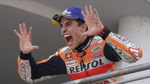 El catalán Marc Márquez (Honda) celebra su décima victoria consecutiva en Alemania.