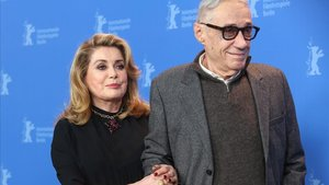 Catherine Deneuve y André Téchiné, en la presentación de El adiós a la noche en Berlín