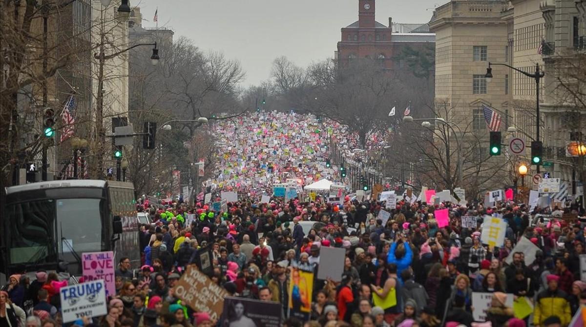 Cientos de miles de manifestantes ocupan las calles durante la Marcha de Mujeres en Washington, el 21 de enero.