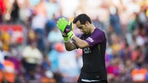 Claudio Bravo, en el último partido con el Barça, el pasado domingo en el Camp Nou.