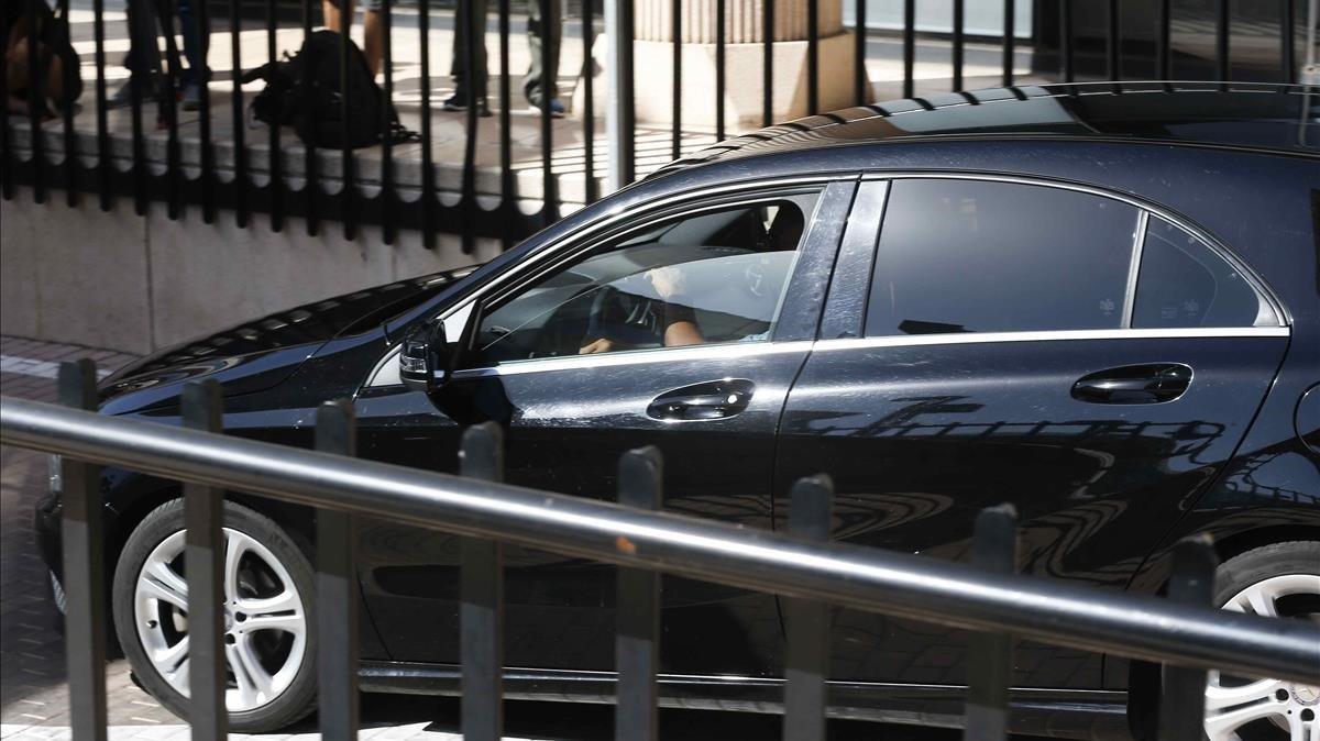 El coche con el que Ronaldo llegó a los juzgados de Pozuelo de Alarcón, en julio del 2017, para declarar.