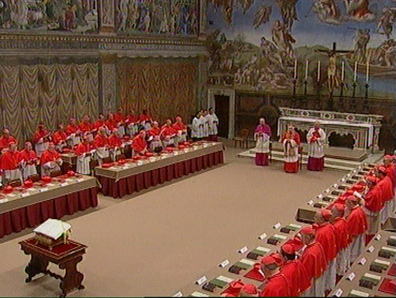 Cónclave de cardenales para elegir al sucesor de Juan Pablo II, el 18 de abril del 2005.
