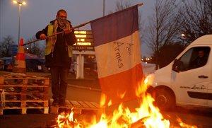 Un conductor francés protesta en la autopista A-2 que lleva de París a Bruselas.