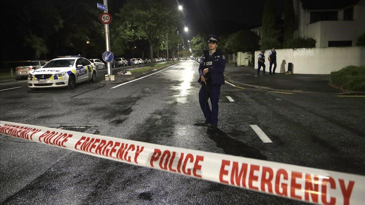 Cordón policial entorno a una de las mezquitas atacadas en Christchurch, Nueva Zelanda.