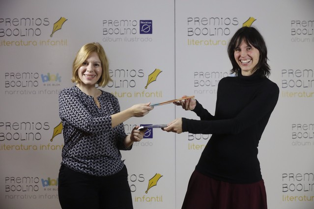 Cristina Alfonso Ibáñez y Marta Cunill (derecha), ganadoras del premio Boolino de literatura infantil.