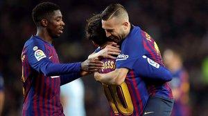 Dembélé, Messi y Alba celebran el primer gol del Barça al Celta, que contó con la participación de los tres.