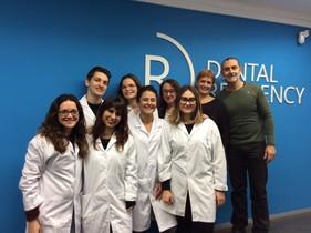 El equipo de la start up catalana de higiene bucal para la tercera edad Dental Residency.