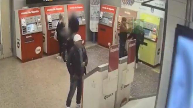 Robaven al metro pel mètode de la taca