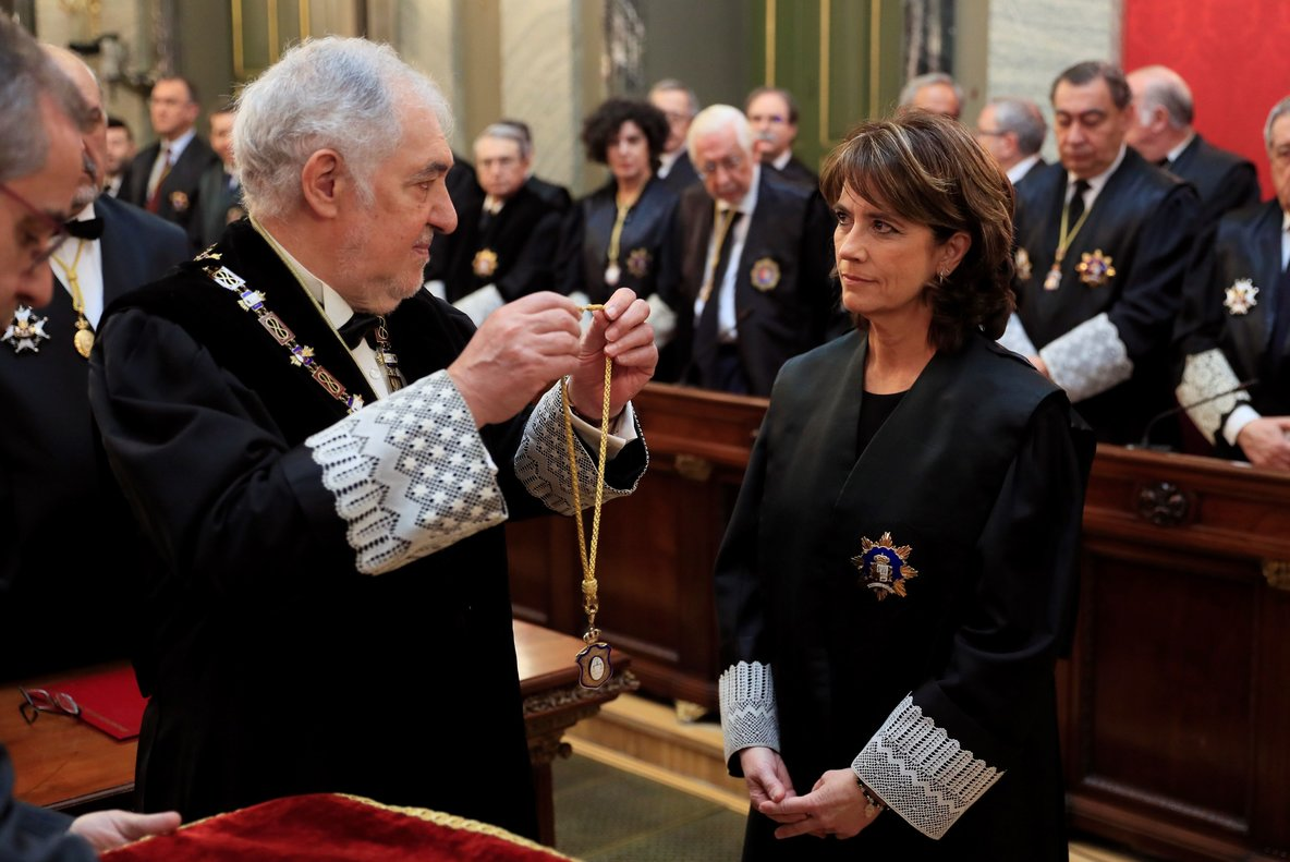 Delgado junto al magistrado Conde-Pumpido durante su toma de posesión como fiscal general del Estado.