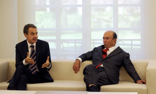 Emilio Botín, con José Luis Rodríguez Zapatero en una reunión que el presidente español mantuvo con banqueros en la Moncloa, en el 2008.