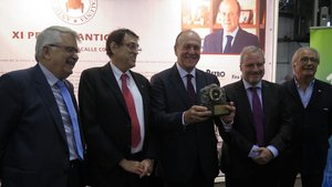 Enrique Lacalle recibe el premio Antic Car 2018.