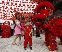 Un espectáculo de la danza del león para celebrar el Nuevo Año Chino, en Kuala Lumpur.