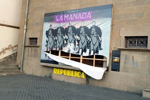 Estado en el que ha quedado el mural 'La Manada' de Olot.