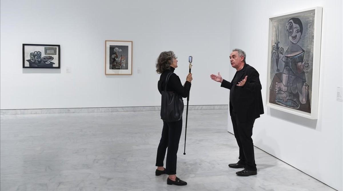 Ferran Adrià, en el Museu Picasso, donde participa en la muestra sobre Picasso y la cocina.