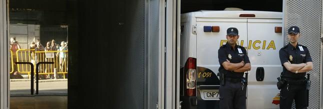 Furgón policial ante la Audiencia Nacional.
