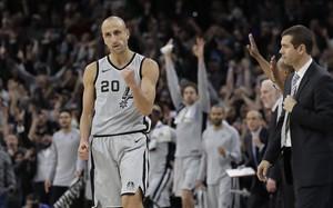 Ginóbili, con la camiseta de los Spurs en un reciente encuentro de la NBA