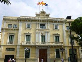 Fachada del Ayuntamiento de L'Hospitalet.