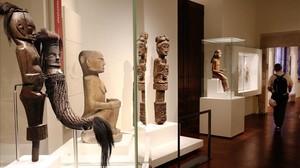La sala dedicada a las obras etnológicas de Oceania del Museu de les Cultures del Món.