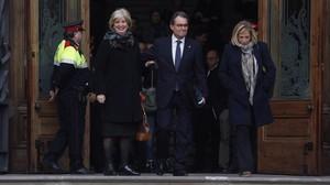Mas, Ortega y Rigau a la salida del TSJC en febrero del 2017.