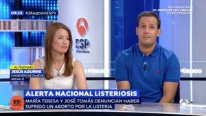 Jesús Aguirre, consejero de Salud y Familias de la Junta de Andalucía, hablando con un matrimonio que había perdido su bebé por el brote de listeriosis en 'Espejo público'.