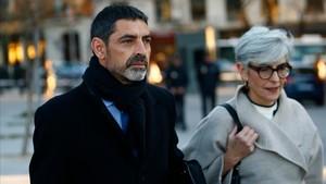 El 'major' de los Mossos Josep Lluis Trapero y su abogada, Olga Tubau.