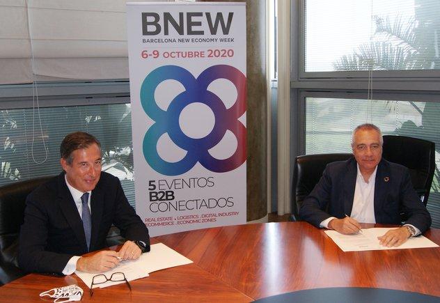 Juan Carlos Álvarez, director general de Negocio de Gestión Patrimonial de Servihabitat, yPere Navarro, delegado especial del Estado en el Consorci de la Zona Franca de Barcelona y presidente de BNEW, en la firma del acuerdo.