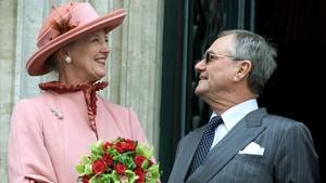 La reina Margarita y su esposo, el príncipe Enrique, en mayo del 2002.