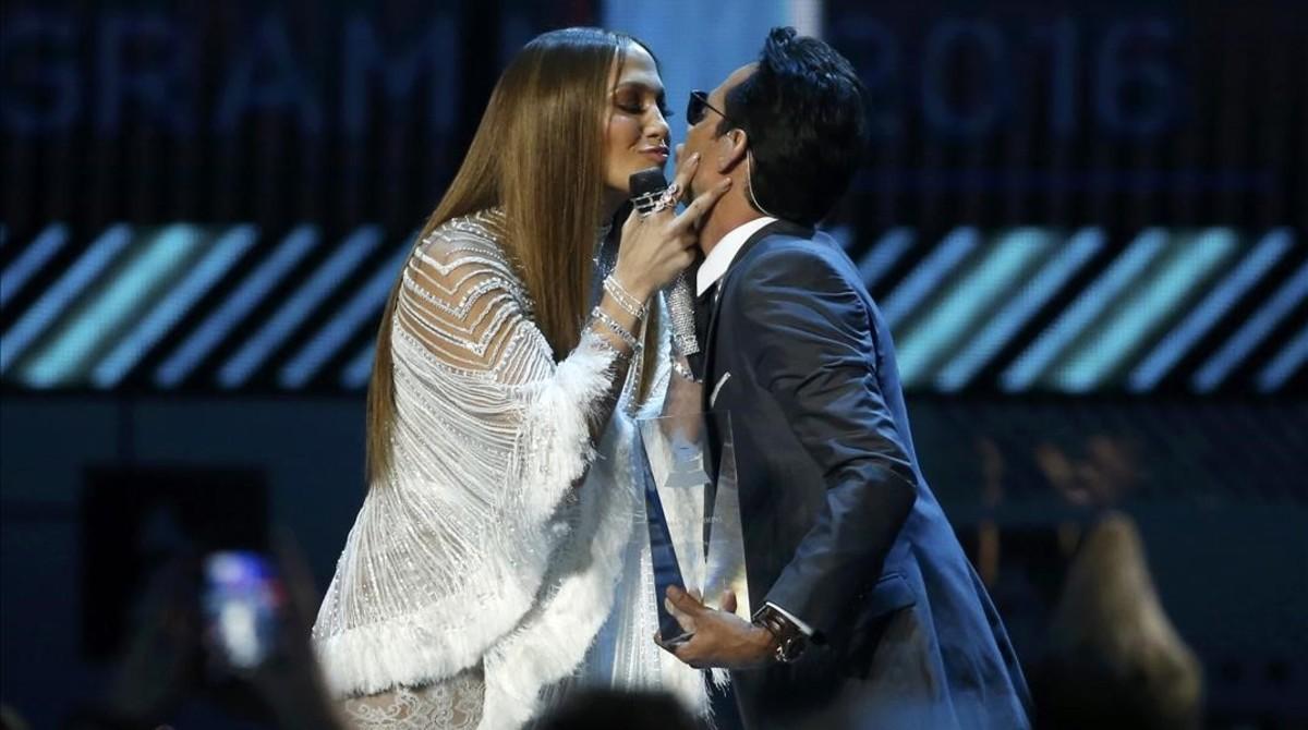 Jennifer Lopez y Marc Anthony durante su actuación en los Grammy latinos.