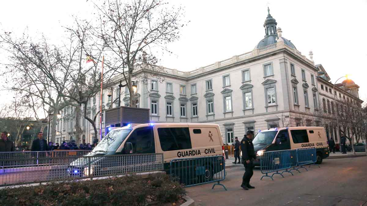 Los políticos presos llegan a la Audiencia Nacional.