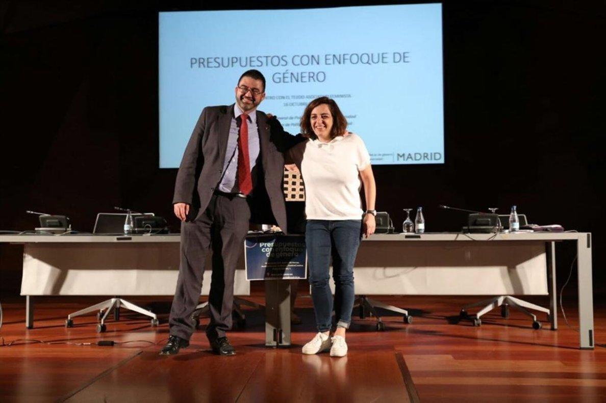 Mayer y Sánchez Mato posando antes de las jornadas de impacto de género.
