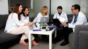 Médicos que ofrecen asistencia sanitaria a través de la empresa tecnológicaElma.