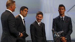 Messi, junto a Suárez y Cristiano Ronaldo en la gala de la UEFA del 2015.