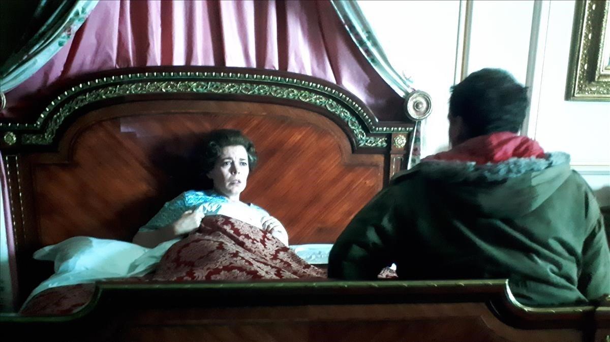 Elintruso y la reina Isabel II ('The Crown').