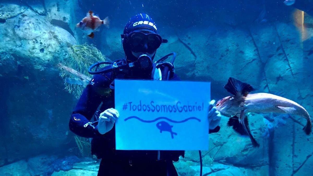 Muestras de solidaridad incluso subacuáticas.