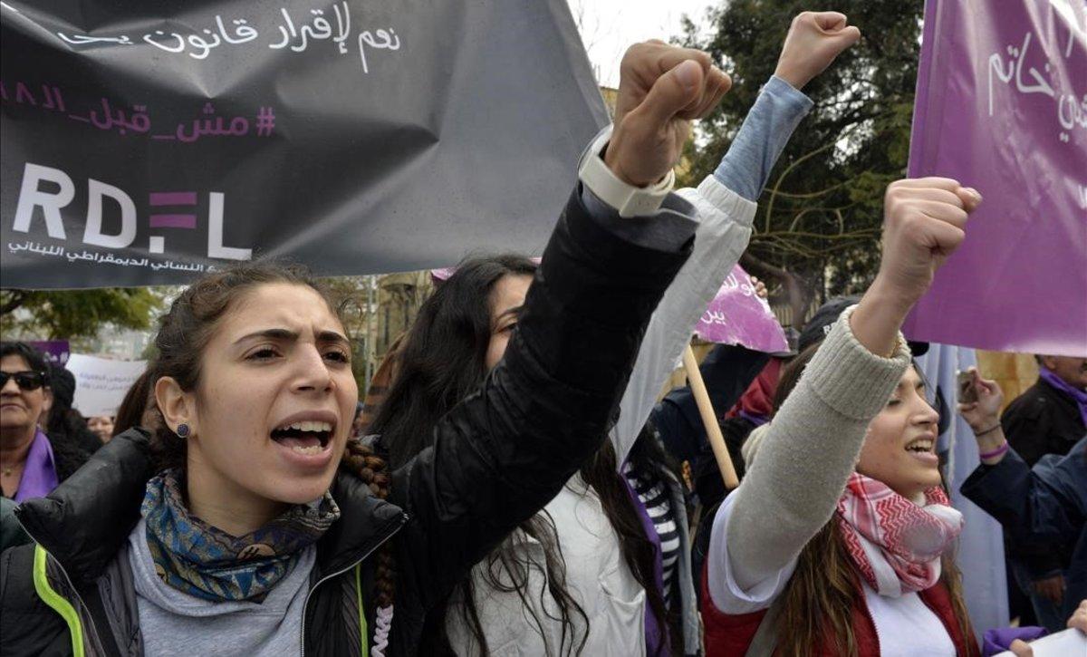 Mujeres libanesas protestan contra el matrimonio infantil en Beirut el pasado dos de marzo.
