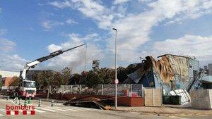 Controlat, quatre dies després, l'incendi d'una nau de Sant Feliu de Llobregat