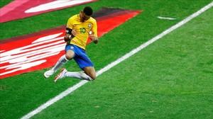 Neymar festeja su gol a Argentina, era el 2-0 de Brasil.