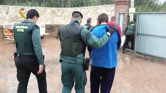 Momento de la detención de los integrantes de la red de narcotraficantes de Barbate y algunas de las incautaciones de hachís realizadas.