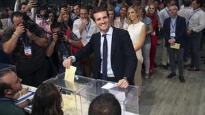 Pablo Casado vota en la segunda vuelta del congreso del PP.