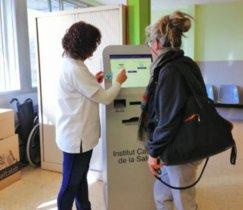 L'Hospital de Viladecans incorpora pantalles tàctils per reduir el temps d'espera