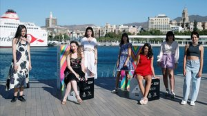 Pilar Palomero (segunda por la izquierda), con el elenco de 'Las niñas', este sábado en Málaga