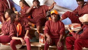Una marca de 'fast food' ven els seus uniformes, ¡clavats a la roba de Beyoncé!